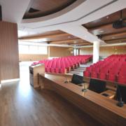 arredi su misura palco sala conferenze