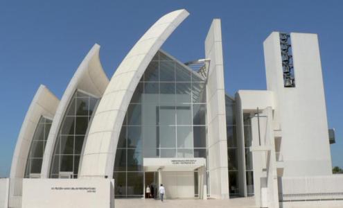 esterno chiesa del 2000 Roma