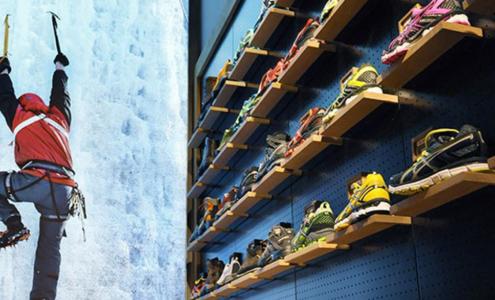 espositore scarpe in legno