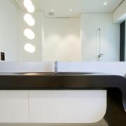 lavabo su misura in Corian nero