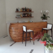 bancone in doppia curvatura in legno