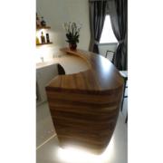 bancone curvo in legno massello