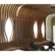 seduta, rivestimenti e controsoffitto in doghe di legno su misura
