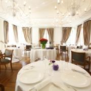 Interni del ristorante Gran melia Villa Agrippina arredato da Devoto