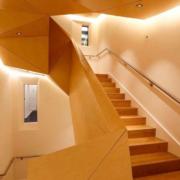 scala su misura in legno design geometrico