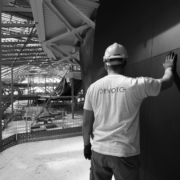 installazione rivestimenti legno tinto nero auditorium Nuvola