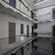 Dettaglio corte interna Palazzo Rhinoceros restaurata da Devoto Design