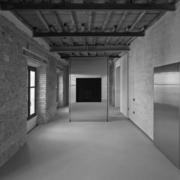 Installazione blocco inox con TV appartamento Palazzo Rhinoceros