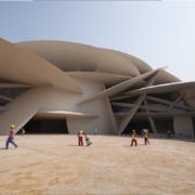 Museo nazionale del qatar: cantiere esterno giorno