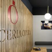 Dettaglio boiserie customizzata per la pasticceria Opera di Latina, progettata e realizzata da Devoto Design