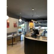 Dettaglio bancone ed interni della pasticceria Opera di Latina progettata e realizzata da Devoto Design