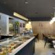 Dettaglio boiserie e bancone della pasticceria Opera di Latina, progettata e realizzata da Devoto Design