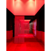 Arredi su misura per la facoltà di architettura Università La Sapienza con luce rossa