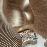 doppia curvatura in listelli di legno